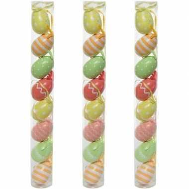 24x paastakken decoratie eieren/eitjes 5 cm gekleurd met design/patroon