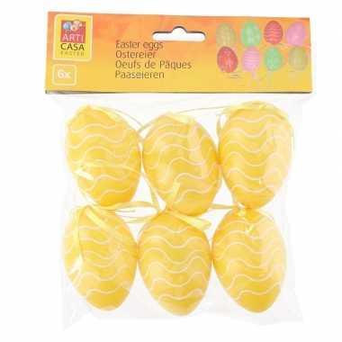 30x stuks pasen/paas hangdecoratie paaseieren geel 6 cm