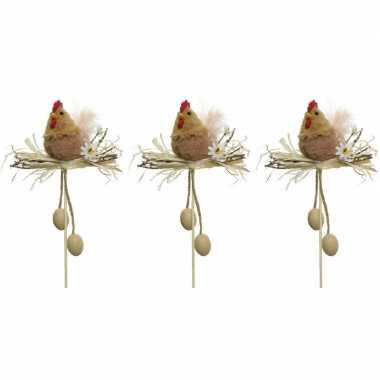 3x paasdecoratie bruine kippen in nest 12 cm dierenbeelden op stekert