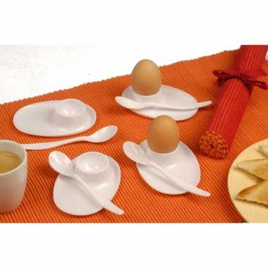 4 eierdoppen met lepels plastic