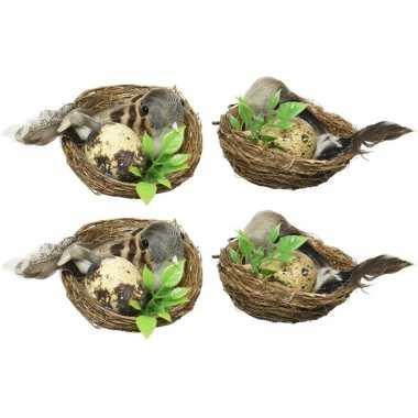 4x decoratie vogels in vogelnest pasen 6 cm dierenbeelden