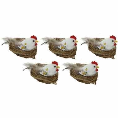 5x paasdecoratie witte kippen in nest 8 cm dierenbeelden