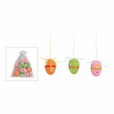 Decoratie paaseieren voor paastak gekleurd met bloemetjes motief
