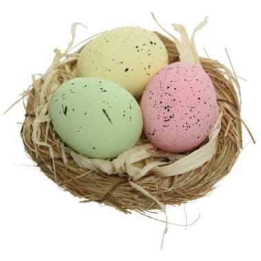 Decoratie vogelnestje met 3 gekleurde eieren 9 x 5 cm